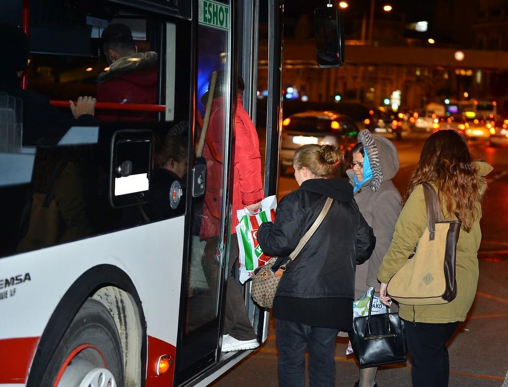 İzmir toplu taşımasında kadınlara pozitif ayrımcılık