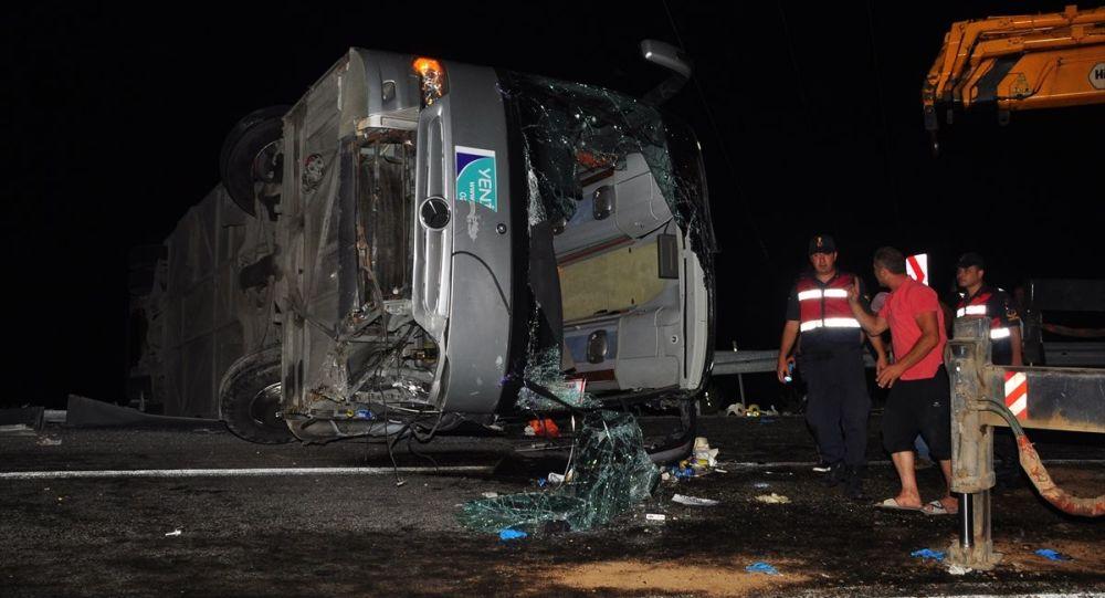 Tur otobüsü şarampole devrildi: 1 ölü, 29 yaralı
