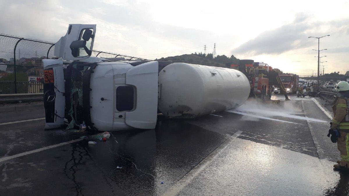 TEM'i kilitleyen kaza: Tüm şeritler kapalı