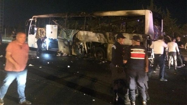 İzmir'de bir yolcu otobüsü daha yandı
