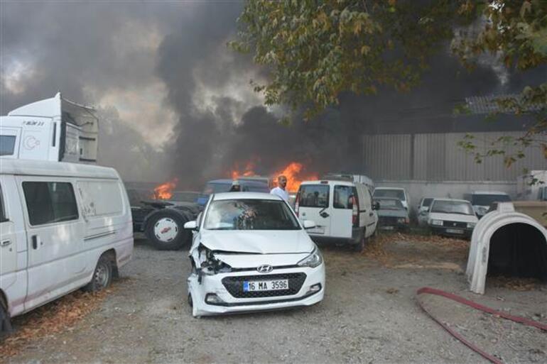 Yediemin deposundaki 20 araç cayır cayır yandı