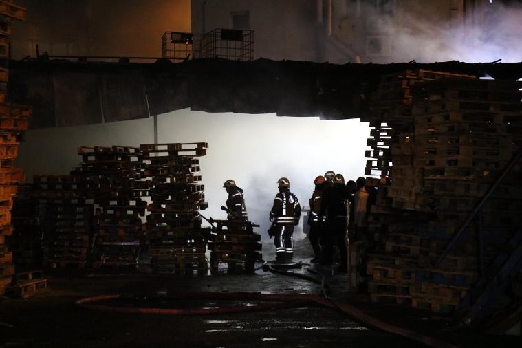 Ataşehir'de palet deposunda yangın