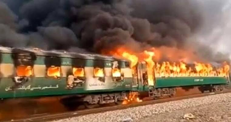 Tren faciası: 65 kişi diri diri yandı