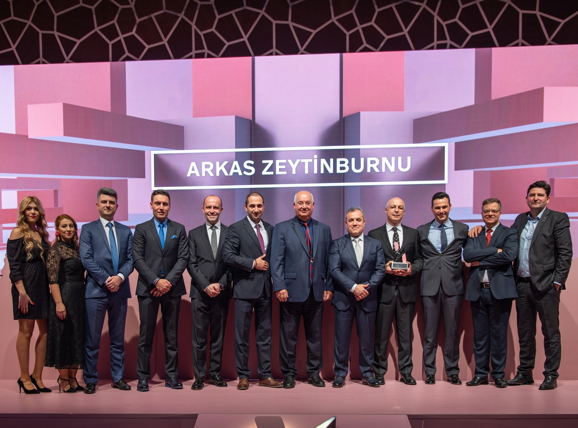 Arkas Otomotiv ve Volcar'a ödül yağdı