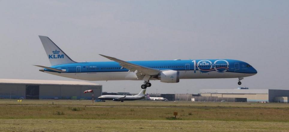 KLM, filosuna yeni bir Dreamliner daha geldi