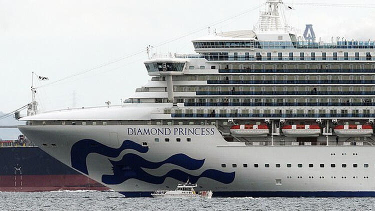 Dev cruise gemisi 3.500 yolcusuyla karantinada