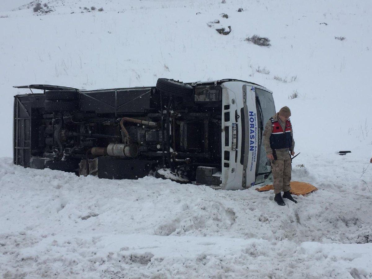 Halk otobüsü devrildi: Ölü ve yaralılar var