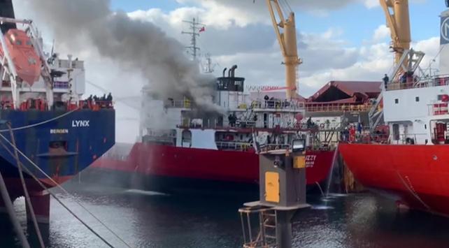 Tüzla tersaneler bölgesinde gemi yangını