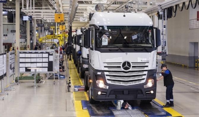 Mercedes üretime ara veriyor, Tofaş hızını kesiyor
