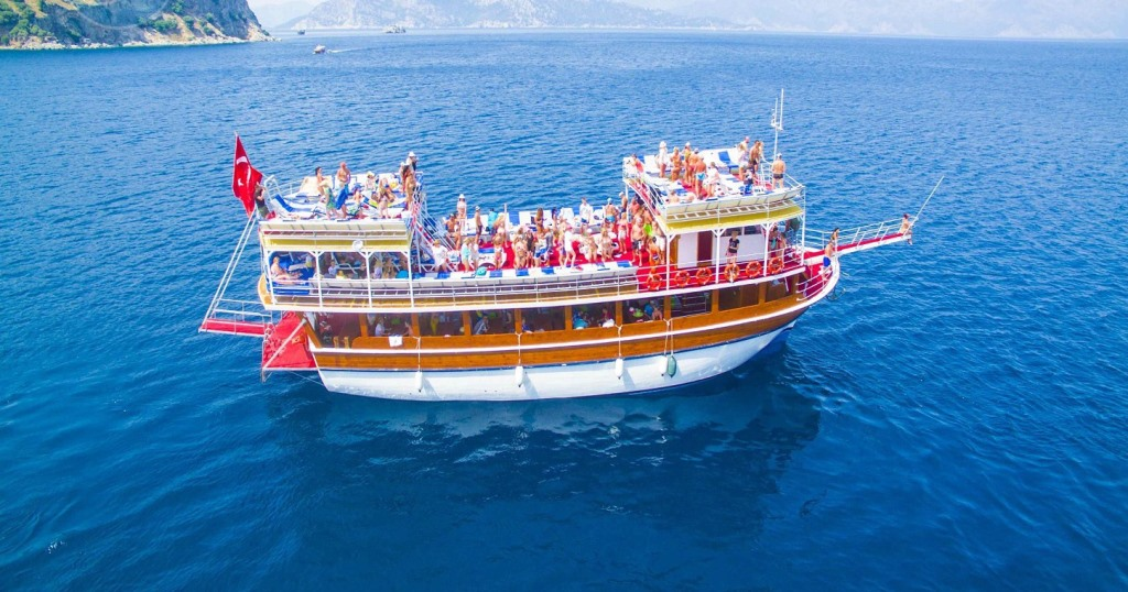 """Deniz turizmcileri, yarın """"vira bismillah"""" diyecek"""