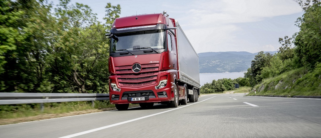 Mercedes kamyonlarda 500 bin TL'ye kadar kredi sürüyor