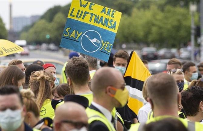 Lufthansa çalışanları sokağa indi