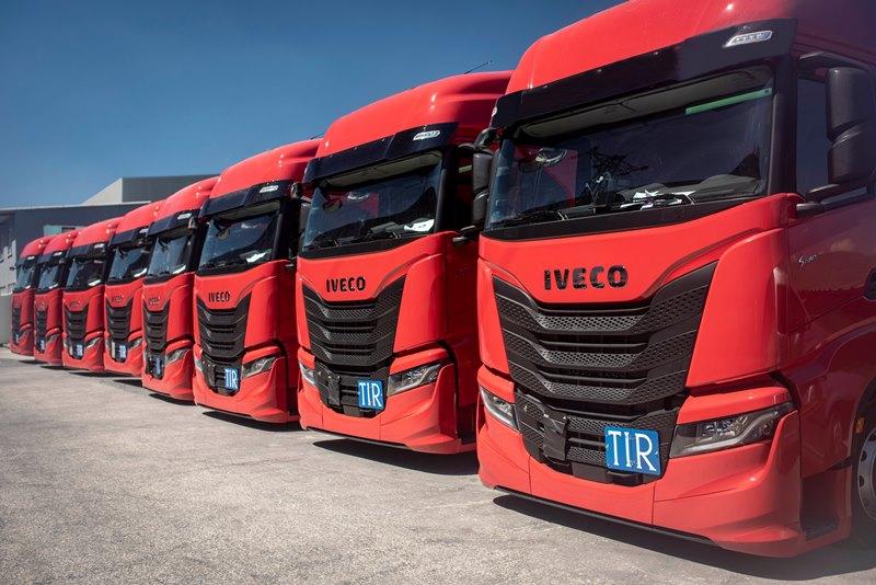 IVECO'dan Hüner'e 10 adet S-WAY çekici teslimatı