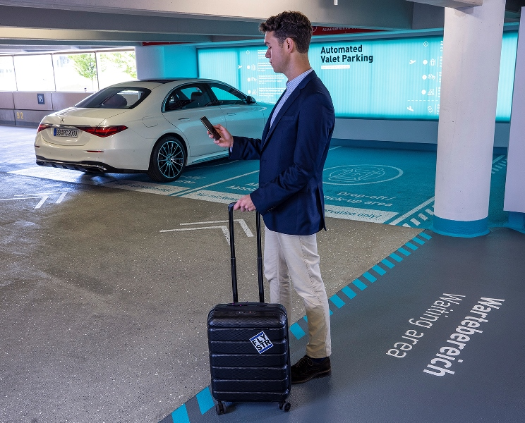 """Stuttgart Havaalanı, """"sürücüsüz park""""a hazırlanıyor"""