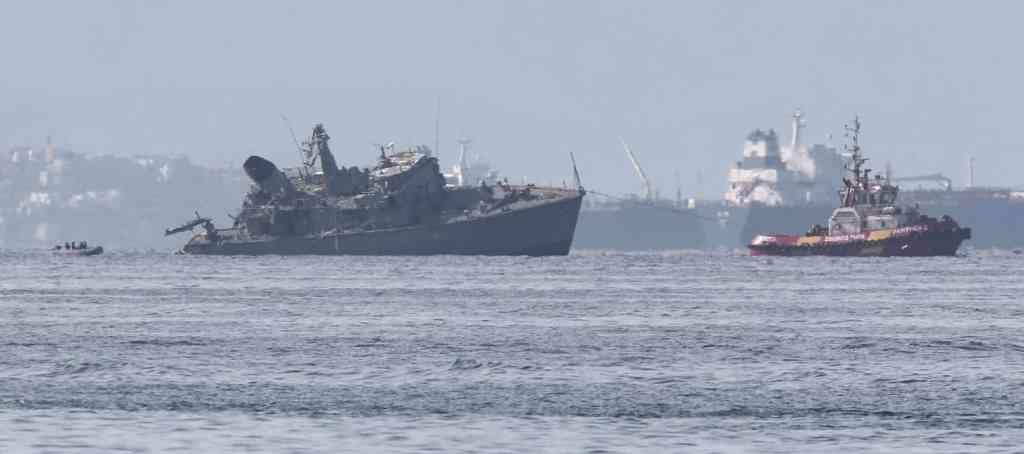 Maersk gemisiyle çatışan Yunan mayın tarama gemisi battı