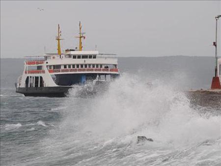 Arıza yapan deniz otobüsü geri döndü