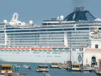 Cruise gemilerine büyük protesto!