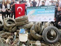 Akdeniz'den 500 ton çöp çıkartıldı