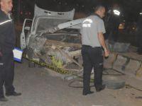 Otomobil TIR'a çarptı: Ölüler var!
