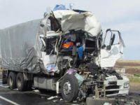 Yolcu taşıyan TIR devrildi: 47 ölü