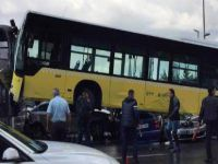 Metrobüs, yardım aracına çarptı!!! Son durum ne?