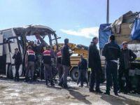İki yolcu otobüsü çarpıştı: 6 ölü, 20 yaralı