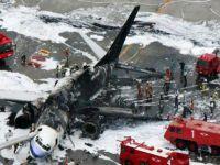 Uçak AVM'nin üstüne düştü!