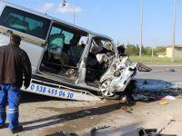 Minibüs TIR ile çarpıştı: Ölü ve yaralılar var