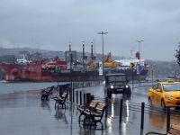 10 gemi taşıyan dev Boğaz'dan geçti (VİDEO)