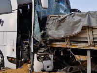 Otobüs, mısır yüklü TIR'la çarpıştı: Ölü ve yaralılar var