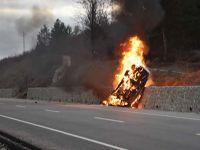 Otomobil duvara çarptı, 5 kişi yanarak öldü