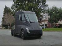 Tesla Semi'lerin ilk görevi, Gigafactory'de üretilen pilleri taşımak