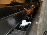 İşte metrodaki yürüyen merdivenin çökme anı!