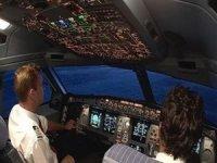 Kokpit camı patladı, pilot dışarı fırladı!