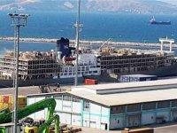 Yüzen ahır Çelebi Bandırma Limanı'nda