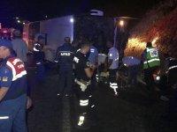 Yolcu otobüsü devrildi: 3 ölü, 47 yaralı