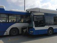 Belediye otobüsleri çarpıştı: Ölü ve yaralılar var