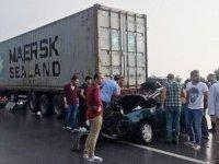 Otomobil TIR'a çarptı: 3 ölü, 1 yaralı