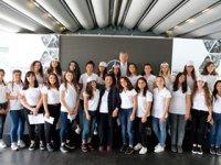 """Mercedes-Benz Türk, her yıl 1.200 öğrenciyi """"Yıldız Kız"""" yapıyor"""