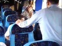 Otobüsün mazotu bitti, yolculardan para istediler