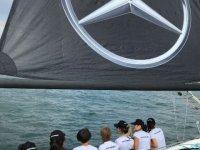Mercedes-Benz Türk çalışanlarına iki kupa birden