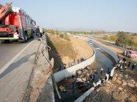 Kaçakları taşıyan kamyon devrildi: 22 ölü