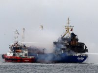 Pendik'te gemi alev alev yandı
