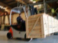 Forklift işçisi, arkadaşını taşıdı işinden oldu