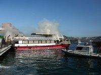 Aşiyan'da bir tur teknesinde yangın çıktı