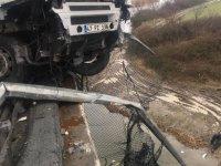 TEM'de kaza: TIR şoförü viyadükten düştü