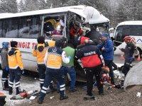 Kars'ta midibüs ile TIR çarpıştı: 20 yaralı