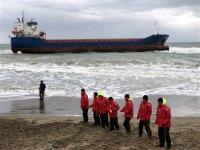 Kuruyük gemisi Kocaeli'de karaya oturdu