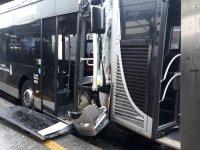 Metrobüsler çarpıştı: Çok sayıda yaralı var