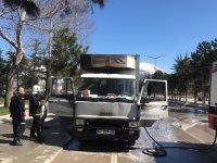 Seyir halindeki gıda yüklü kamyon alev aldı